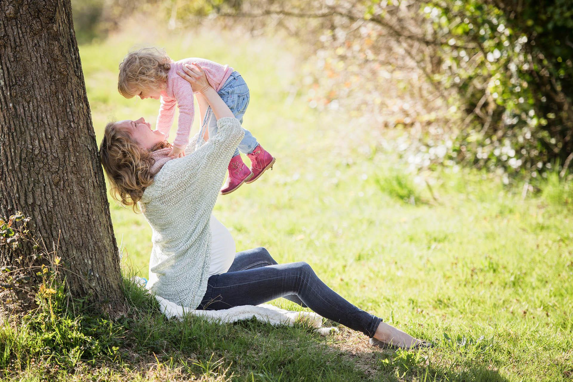 дочь и беременная мама
