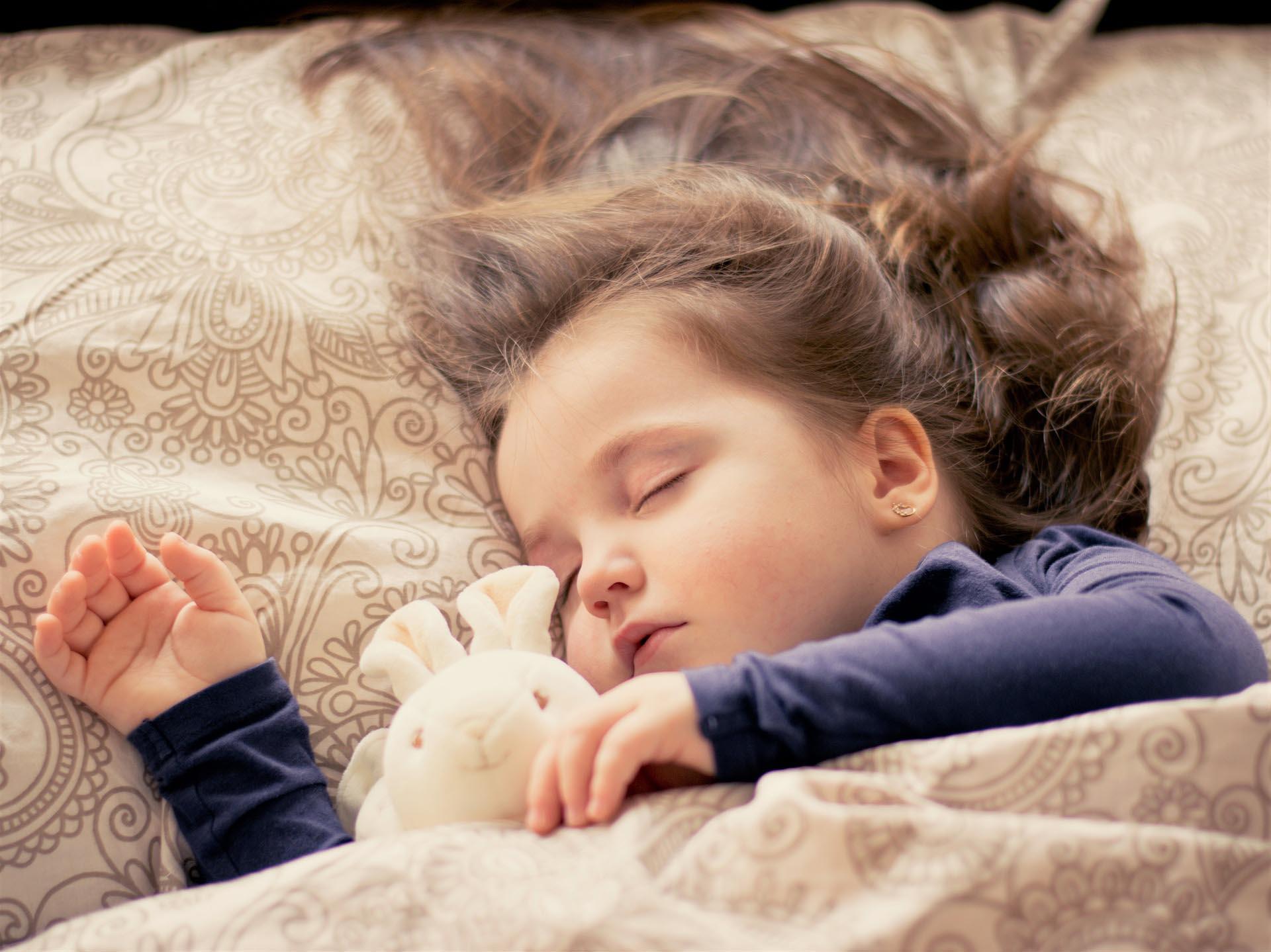 как научить ребенка спать самому
