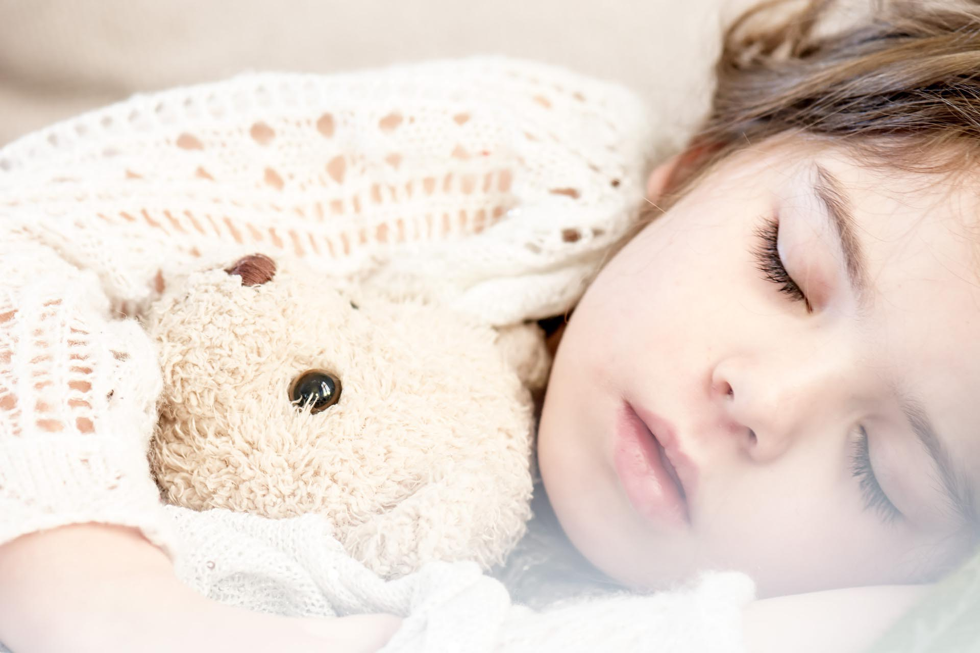 ребёнок спит с родителями