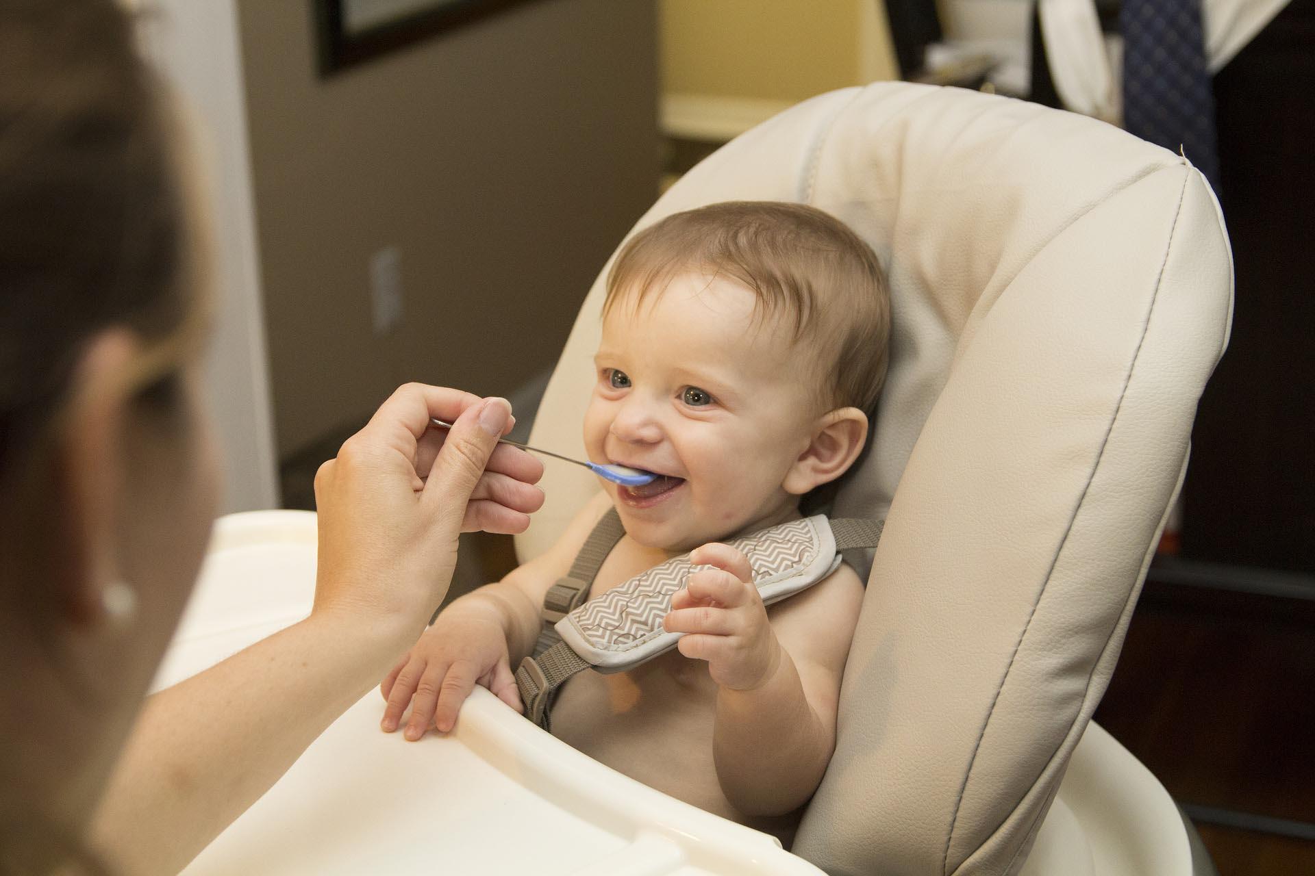 какую смесь можно давать новорожденному ребенку