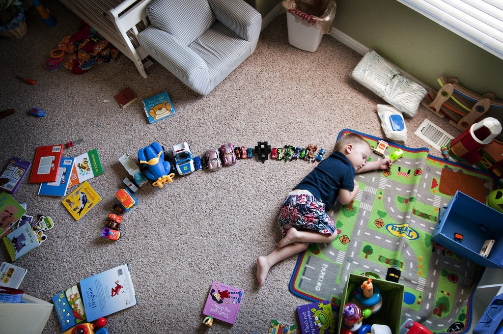 поиграть с пебенком в маленьки мир