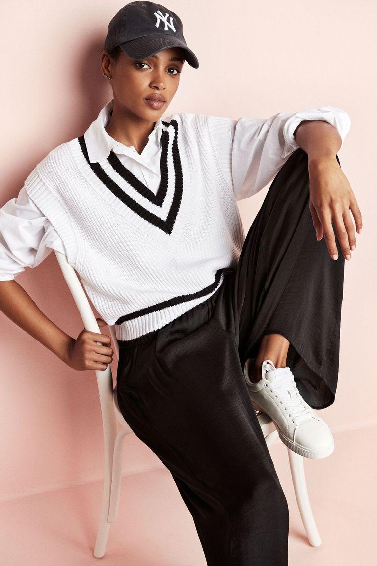 кофта белая и черные штаны
