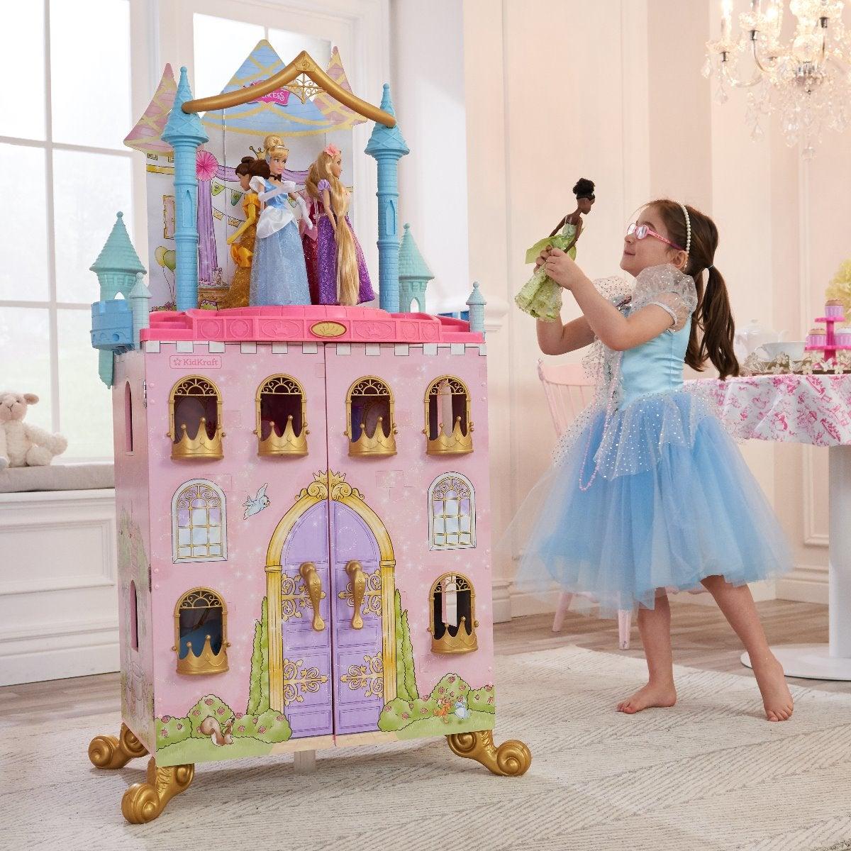 девочка и домик для куклы