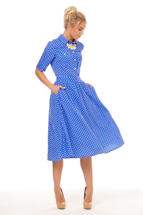 синее платье горошек