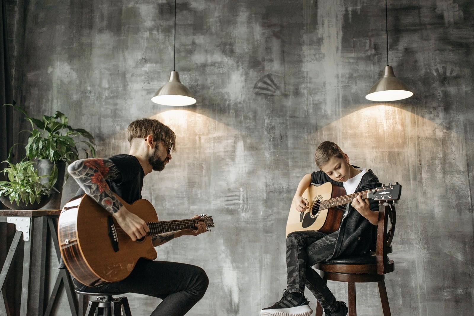 занятия на гитаре с ребенком